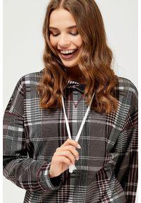 Fioletowa bluza MOODO z długim rękawem, w kratkę, długa, z kapturem