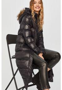 Czarna kurtka Answear Lab z kapturem, wakacyjna