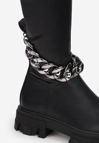 Renee - Czarne Kozaki Eupeas. Wysokość cholewki: przed kolano. Nosek buta: okrągły. Zapięcie: zamek. Kolor: czarny. Materiał: skóra, polar. Szerokość cholewki: normalna. Wzór: aplikacja