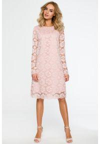 e-margeritka - Trapezowa sukienka z koronki przed kolano różowa - XXL. Okazja: na wesele, na imprezę, na ślub cywilny. Kolor: różowy. Materiał: koronka. Wzór: koronka. Sezon: lato. Typ sukienki: trapezowe. Styl: wizytowy, elegancki