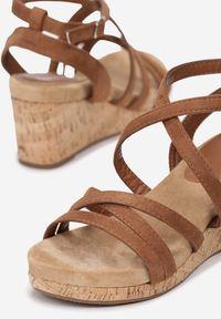 Brązowe sandały Born2be