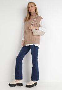 Born2be - Ciemnobeżowa Kamizelka Euphanie. Typ kołnierza: golf. Kolor: beżowy. Materiał: jeans, wiskoza, dzianina, prążkowany. Długość rękawa: bez rękawów. Wzór: ze splotem