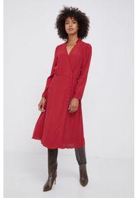 Pepe Jeans - Sukienka Catherine. Okazja: na co dzień. Kolor: czerwony. Długość rękawa: długi rękaw. Typ sukienki: proste. Styl: casual