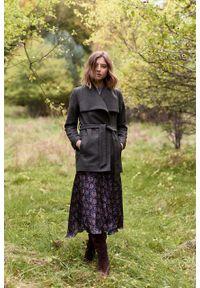 Marie Zélie - Płaszcz wełniany Adela ciemnozielony. Kolor: zielony. Materiał: wełna. Długość rękawa: długi rękaw. Długość: krótkie. Wzór: motyw zwierzęcy, ze splotem. Sezon: zima #10