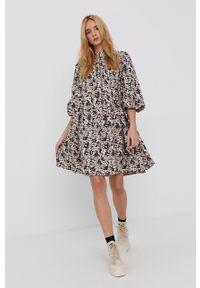 Y.A.S - Sukienka bawełniana. Kolor: beżowy. Materiał: bawełna. Typ sukienki: rozkloszowane