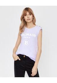 Balmain - BALMAIN - Liliowy t-shirt z logo. Kolor: wielokolorowy, fioletowy, różowy. Długość rękawa: na ramiączkach. Wzór: nadruk