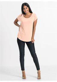 Shirt z szydełkową wstawką bonprix jasny brzoskwiniowy. Kolor: pomarańczowy