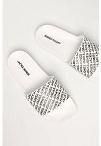 Jack & Jones - Klapki. Kolor: biały. Materiał: materiał, guma. Obcas: na obcasie. Wysokość obcasa: niski