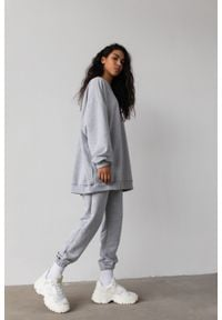 Marsala - Spodnie dresowe typu jogger w kolorze GREY MELANGE - DISPLAY BY MARSALA. Stan: podwyższony. Materiał: dresówka. Wzór: melanż. Styl: klasyczny, elegancki