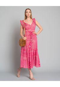 ANJUNA - Różowa sukienka maxi. Typ kołnierza: kołnierz z falbankami. Kolor: wielokolorowy, różowy, fioletowy. Materiał: bawełna. Długość rękawa: na ramiączkach. Wzór: aplikacja. Typ sukienki: dopasowane, rozkloszowane. Długość: maxi