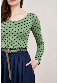 Marie Zélie - Bluzka Inzolia zieleń wiosenna w kropki. Materiał: bawełna, dzianina, materiał, elastan, skóra. Długość rękawa: długi rękaw. Długość: długie. Wzór: kropki. Sezon: wiosna