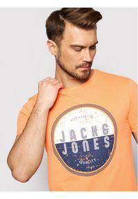 Jack & Jones - Jack&Jones T-Shirt Star 12190081 Pomarańczowy Regular Fit. Kolor: pomarańczowy