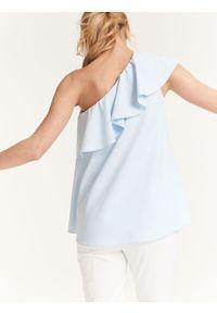 Niebieska bluzka TOP SECRET z asymetrycznym kołnierzem, na lato, z aplikacjami