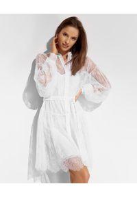 Ermanno Firenze - ERMANNO FIRENZE - Biała koronkowa sukienka z halką. Kolor: biały. Materiał: koronka. Długość rękawa: długi rękaw. Wzór: ażurowy. Sezon: lato. Typ sukienki: koszulowe. Styl: elegancki. Długość: mini