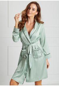 Saintmiss - Elegancki peniuar // Sylvie - Uniwersalny, Zielony. Kolor: zielony. Materiał: satyna, koronka. Długość: do kolan. Wzór: koronka, aplikacja