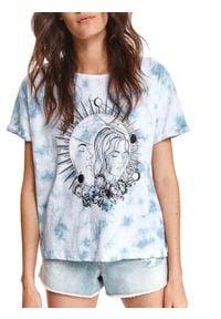 TOP SECRET - T-shirt damski tie dye z nadrukiem. Kolor: biały. Materiał: tkanina, bawełna. Długość rękawa: krótki rękaw. Długość: krótkie. Wzór: nadruk. Sezon: lato. Styl: wakacyjny