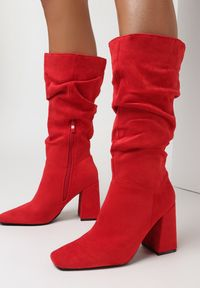 Born2be - Czerwone Kozaki Keaxalim. Zapięcie: zamek. Kolor: czerwony. Szerokość cholewki: normalna. Sezon: jesień, wiosna. Obcas: na słupku
