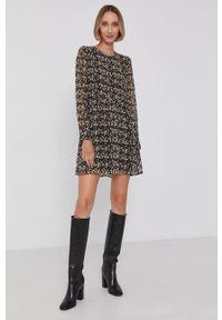 Pepe Jeans - Sukienka Mara. Materiał: tkanina. Długość rękawa: długi rękaw. Typ sukienki: rozkloszowane
