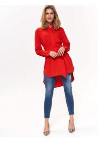 TOP SECRET - Luźna koszula z wydłużonym tyłem. Okazja: na co dzień. Kolor: czerwony. Materiał: tkanina. Długość rękawa: krótki rękaw. Długość: długie. Sezon: lato, wiosna. Styl: casual