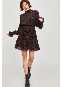 Czarna sukienka Answear Lab na co dzień, mini, ze stójką