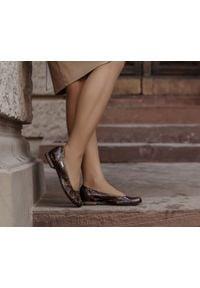 Zapato - wężowe baleriny na obcasie - skóra naturalna - model 008 - kolor kolorowy wąż. Zapięcie: bez zapięcia. Materiał: skóra. Wzór: kolorowy. Obcas: na obcasie. Styl: elegancki, klasyczny, sportowy. Wysokość obcasa: niski