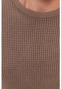 Guess - Sweter z domieszką wełny. Okazja: na co dzień. Kolor: brązowy. Materiał: wełna. Długość rękawa: długi rękaw. Długość: długie. Wzór: ze splotem. Styl: casual