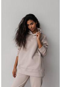 Marsala - Bluza z kapturem w kolorze COCONUT MILK - CARDIFF BY MARSALA. Okazja: na co dzień. Typ kołnierza: kaptur. Materiał: bawełna, dresówka, dzianina, elastan. Styl: casual