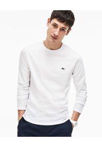 Lacoste - LACOSTE - Biała koszulka z długim rękawem Regular Fit. Okazja: do pracy, na co dzień, na spotkanie biznesowe. Kolor: biały. Materiał: jeans, dzianina. Długość rękawa: długi rękaw. Długość: długie. Wzór: haft. Styl: klasyczny, casual, biznesowy