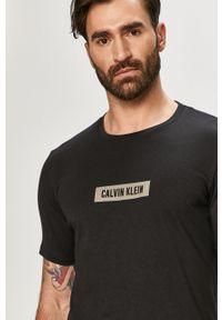 Czarny t-shirt Calvin Klein Performance casualowy, na co dzień, z nadrukiem