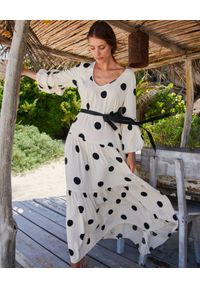 BY CABO - Biała sukienka w grochy Sardinia. Kolor: czarny. Materiał: wiskoza. Wzór: grochy. Długość: maxi