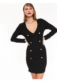 Czarna sukienka TOP SECRET na zimę, z dekoltem w serek, casualowa, w kolorowe wzory