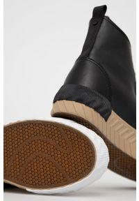 medicine - Medicine - Trampki Essential. Nosek buta: okrągły. Zapięcie: sznurówki. Kolor: czarny. Szerokość cholewki: normalna. Obcas: na platformie