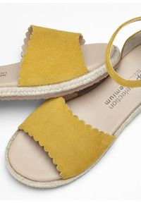 Żółte sandały bonprix