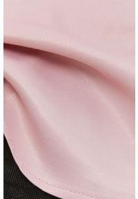 Answear Lab x Paulina Krupińska Bluzka z domieszką jedwabiu z kolekcji urodzinow. Okazja: na urodziny, na co dzień. Kolor: różowy. Materiał: jedwab. Długość rękawa: na ramiączkach. Wzór: gładki. Styl: wakacyjny #5