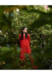 WILD MASCOT - Sukienka maxi z falbanami. Kolor: czerwony. Materiał: materiał. Wzór: aplikacja. Sezon: lato. Typ sukienki: rozkloszowane. Długość: maxi #4