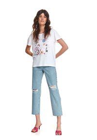TOP SECRET - T-shirt z kolorowym nadrukiem. Kolor: biały. Materiał: dzianina. Długość rękawa: krótki rękaw. Długość: krótkie. Wzór: kolorowy, nadruk. Sezon: lato. Styl: wakacyjny