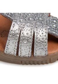 Bundgaard - Sandały BUNDGAARD - Roberta BG202090G M Silver Daisy 954. Zapięcie: pasek. Kolor: srebrny. Materiał: skóra. Wzór: paski. Sezon: lato. Styl: wakacyjny, młodzieżowy