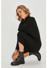 Czarna sukienka Answear Lab prosta, midi, z długim rękawem, wakacyjna