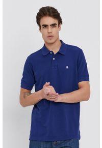 United Colors of Benetton - Polo. Okazja: na co dzień. Typ kołnierza: polo. Kolor: niebieski. Materiał: dzianina. Długość: krótkie. Wzór: gładki, aplikacja. Styl: casual