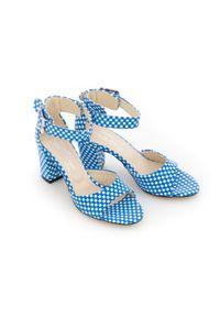 Zapato - sandałki na słupku - skóra naturalna - model 348 - kolor niebieskie kwadraty. Okazja: na wesele, na ślub cywilny, na imprezę. Nosek buta: czworokąt. Kolor: niebieski. Materiał: skóra. Wzór: motyw zwierzęcy, kwiaty, geometria, aplikacja. Sezon: lato. Obcas: na słupku. Styl: boho, klasyczny, elegancki, młodzieżowy. Wysokość obcasa: średni