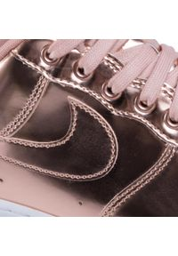 Różowe sneakersy Nike