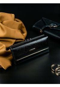 LORENTI - Portfel damski skórzany lakierowany czarny Lorenti. Kolor: czarny. Materiał: skóra