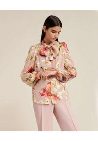 Luisa Spagnoli - LUISA SPAGNOLI - Jasnoróżowa koszula w kwiaty LUISELLA. Typ kołnierza: kokarda. Kolor: wielokolorowy, różowy, fioletowy. Wzór: kwiaty