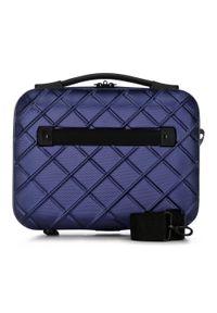 Wittchen - Kosmetyczka podróżna z ABS-u w ukośną kratkę. Kolor: niebieski. Wzór: kratka