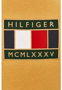 Żółty t-shirt TOMMY HILFIGER casualowy, z okrągłym kołnierzem