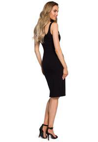 MOE - Dopasowana sukienka tuba na szerokich ramiączkach. Materiał: elastan, dzianina, bawełna. Długość rękawa: na ramiączkach. Typ sukienki: dopasowane. Długość: midi