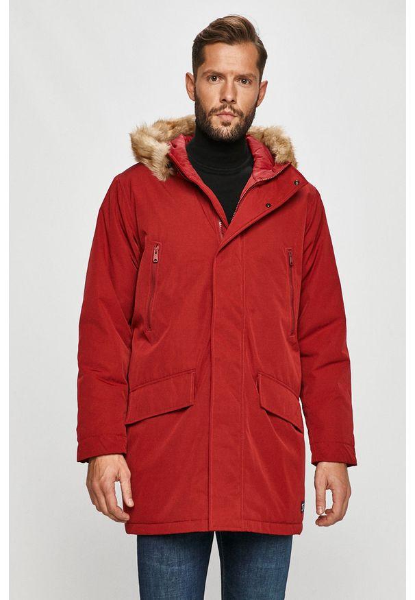 Czerwona kurtka Levi's® na spotkanie biznesowe, casualowa, z kapturem