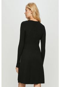 only - Only - Sukienka. Kolor: czarny. Materiał: dzianina. Długość rękawa: długi rękaw. Typ sukienki: rozkloszowane