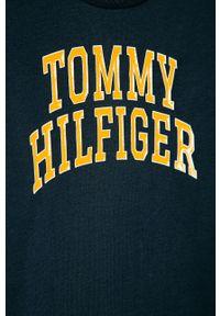 Niebieski t-shirt TOMMY HILFIGER z nadrukiem, casualowy, na co dzień