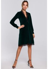 e-margeritka - Sukienka welurowa elegancka z koronką zielona - l. Okazja: na sylwestra. Kolor: zielony. Materiał: welur, koronka. Wzór: koronka. Typ sukienki: rozkloszowane. Styl: elegancki. Długość: midi